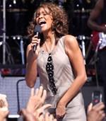 Whitney Houston: Στο φως της δημοσιότητας η ερωτική σχέση που διατηρούσε με τη βοηθό της