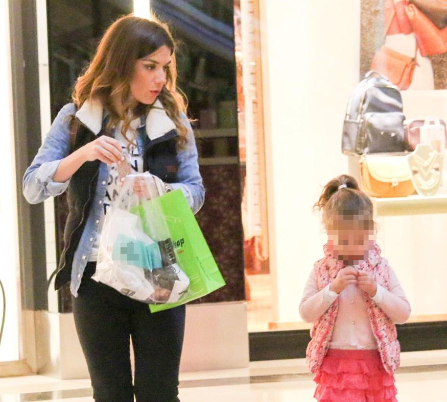 Happy Family: Η Βάσω Λασκαράκη με την κόρη της, Ευαγγελία για βόλτα και αγορές!