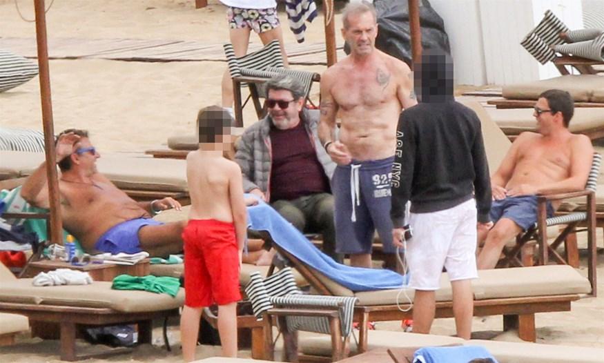 Paparazzi: Λάτσιος, Λιάγκας και Κωστόπουλος στην παραλία με τα παιδιά τους