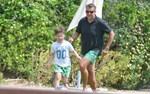 Ο Γιώργος Λιάγκας και πάλι παιδί: Δείτε τον σε ώρα παιχνιδιού με τον γιο του!