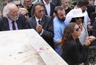 Η μακάβρια ανάρτηση του Ηλία Ψινάκη με αφορμή το θάνατο της Ζωής Λάσκαρη