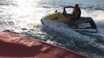 Δείτε τον Γιώργο Λιάγκα να δαμάζει τα κύματα με jet ski!