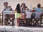 Ο Μάκης Τριανταφυλλόπουλος ποζάρει με τις κόρες του στις καλοκαιρινές διακοπές τους!