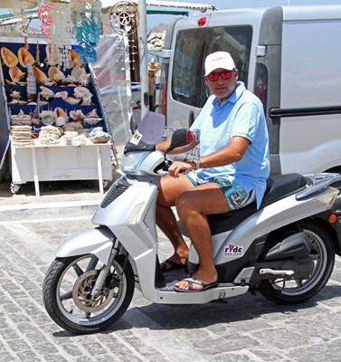 Έτσι κυκλοφορεί ο Γιώργος Λιάγκας στις καλοκαιρινές του διακοπές