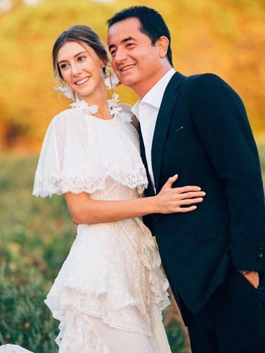 Γάμος Acun Ilicali - Seyma Subasi: Με δάκρυα στα μάτια έφτασε η νύφη
