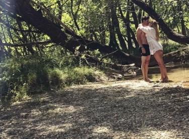 Full in love: Το παθιασμένο φιλί της Ελληνίδας παρουσιάστριας μπροστά στο φακό!