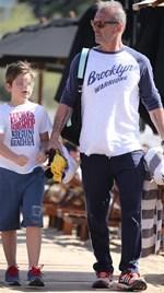 Πέτρος Κωστόπουλος: Η φωτογραφία με τον γιο του στην παραλία και η ατάκα για τις γυναίκες