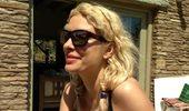 Ελένη Μενεγάκη: Η στάση για μπάνιο πριν φτάσει στο ακατοίκητο νησί του Ιουνίου και το καλοκαιρινό look της!