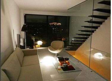 Σε ποιον Έλληνα παρουσιαστή ανήκει αυτό το μοντέρνο σπίτι;