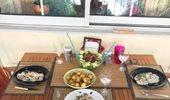 Ζευγάρι της ελληνικής showbiz γιορτάζει την επέτειο γάμου του στο μπαλκόνι του σπιτιού του