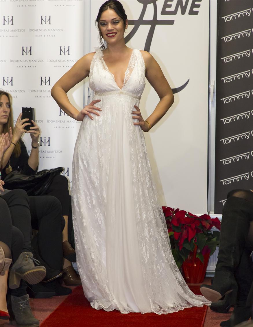 Η Μπάγια Αντωνοπούλου άφησε για λίγο την παρουσίαση και έγινε... μοντέλο!