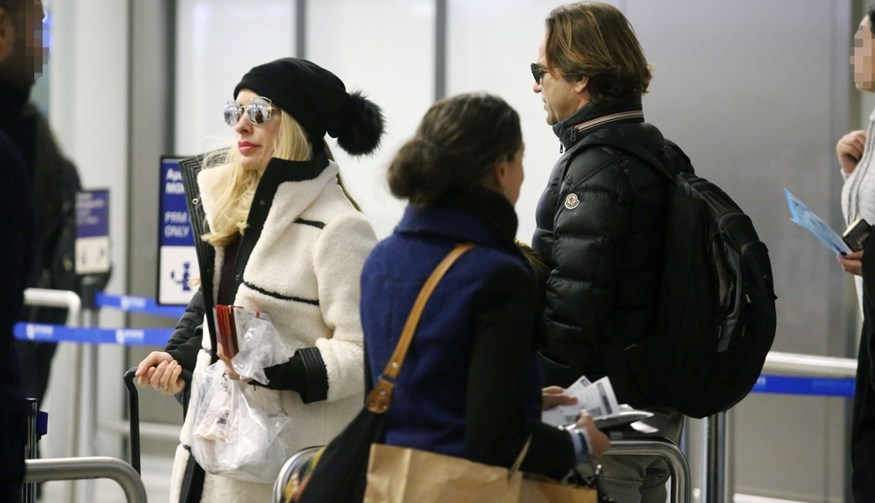 Paparazzi: Η Ελένη Μενεγάκη και ο Μάκης Παντζόπουλος στο αεροδρόμιο