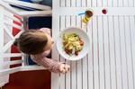 Ανάπτυξη: Πότε είναι έτοιμο να καθίσει στο τραπέζι και να φάει μόνο του;