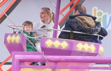 Paparazzi! Μάγδα Πένσου - Δημήτρης Αποστόλου: Στο λούνα παρκ με τα παιδιά τους!