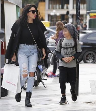 Paparazzi! Η Κέλλυ Κελεκίδου στη Γλυφάδα με τον οκτάχρονο γιο της
