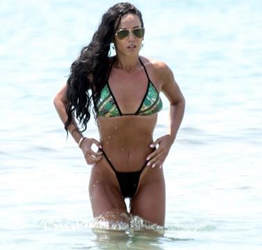 Paparazzi! Νέες φωτογραφίες από την πιο καυτή εμφάνιση της Κατερίνας Στικούδη στην παραλία!