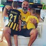 Happy Family! Ο Γρηγόρης Γκουντάρας στο γήπεδο με τους γιους του