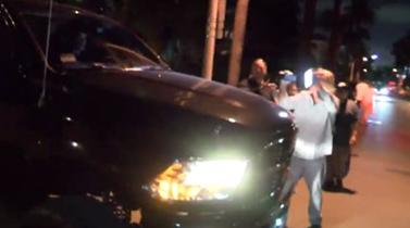 Πασίγνωστος τραγουδιστής χτύπησε φωτογράφο με το τζιπ του: Δείτε τι έκανε όταν κατάλαβε τι συνέβη!