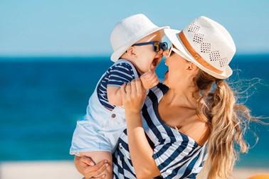 Καλοκαίρι με ασφάλεια: Πώς να προστατέψεις τα παιδιά σου από τον ήλιο και τους κινδύνους της θάλασσας!