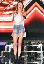 Δύσκολες ώρες για γνωστή τραγουδίστρια: Ο πατέρας της έφυγε από τη ζωή