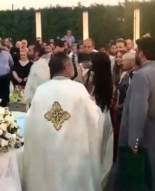 Παντρεύτηκαν και βάφτισαν το παιδί τους με… 13 κουμπάρους στην Κρήτη - Ανάμεσά τους Βέρτης, Ασλανίδου και Κωστάκη!