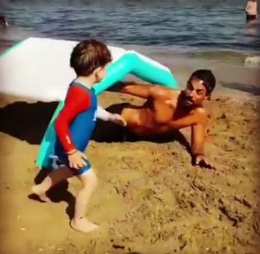 Ο Στέλιος Χανταμπάκης μαθαίνει στον γιο του τα αγωνίσματα του Survivor!