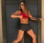 Η Ελένη Πετρουλάκη προτείνει έναν από τους πιο φτηνούς και φορητούς εξοπλισμούς γυμναστικής για να τον έχεις μαζί και στις διακοπές!