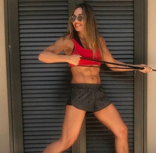 <span class=categorySpan colorLightBlue>Fitness/</span>Η Ελένη Πετρουλάκη προτείνει έναν από τους πιο φτηνούς και φορητούς εξοπλισμούς γυμναστικής για να τον έχεις μαζί και στις διακοπές!