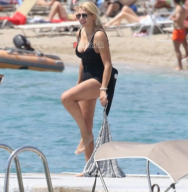 Paparazzi: Η Κωνσταντίνα Σπυροπούλου στην παραλία – Έτσι είναι το σώμα της χωρίς ρετούς