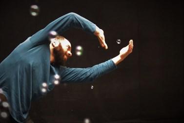 Η πολιτιστική ομάδα ΗΧΟΔΡΑΜΑ παρουσιάζει την παράσταση σύγχρονου χορού Έρως - Ήρως