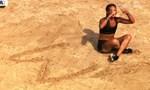 Ευρυδίκη Βαλαβάνη: Μάθαμε ποιος άνθρωπος κρύβεται πίσω από το Σ που σχημάτιζε στην άμμο!