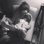 Πασίγνωστη Ελληνίδα ηθοποιός μελετά τον ρόλο της μαζί με το γιο της