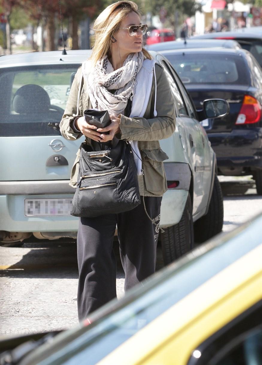 Paparazzi! Ελεονώρα Μελέτη: Για ψώνια στην Γλυφάδα με sporty look!