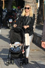Paparazzi! H Ελευθερία Παντελιδάκη με τον 8 μηνών γιο της και την δίδυμη αδερφή της