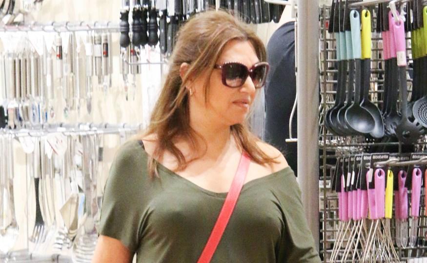 Paparazzi! Καίτη Γαρμπή: Μοναχική έξοδος για ψώνια με casual look!