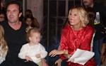 Paparazzi! Η εγκυμονούσα Βίκυ Καγιά με τον Ηλία Κρασσά και την κόρη τους σε εκδήλωση!