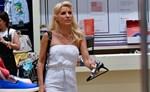 Paparazzi! Δείτε την Ελένη Μενεγάκη να διαλέγει ρούχα για τις κόρες της!
