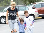 Paparazzi! Η νέα έξοδος της Φαίης Σκορδά με τους γιους της στην Βουλιαγμένη!