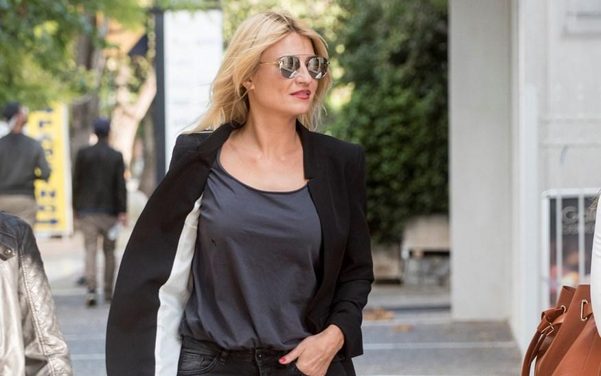 Φαίη Σκορδά: Βόλτα με φίλες της και άψογο στυλ!