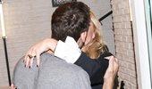Αποστόλης Τότσικας – Ρούλα Ρέβη: Τρυφερά φιλιά μπροστά στον φωτογραφικό φακό