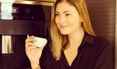 Η Δέσποινα Καμπούρη μας δείχνει την εντυπωσιακή κουζίνα του σπιτιού της