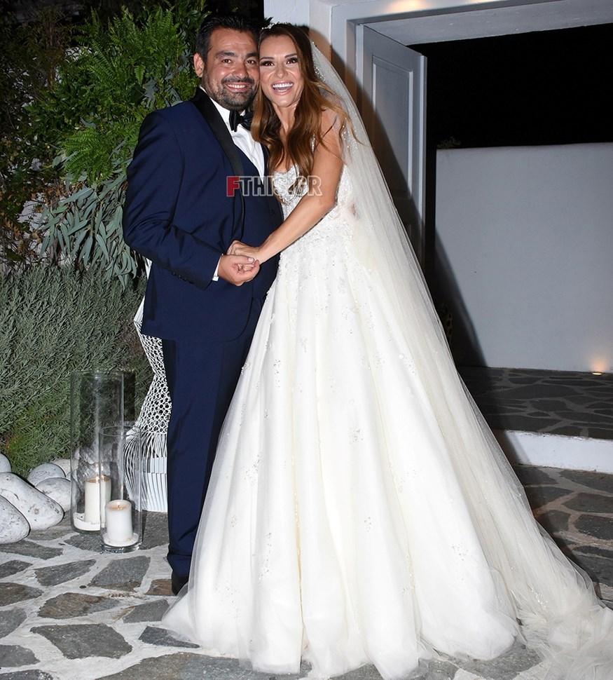 Ελένη Τσολάκη – Παύλος Πετρουλάκης: Οι πρώτες εικόνες του παραμυθένιου γάμου τους από τον φακό του FTHIS.GR!
