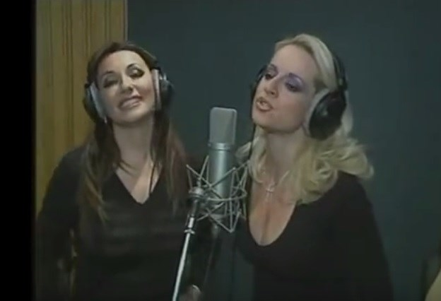 Flashback! Η Πόπη Μαλλιωτάκη με την Μαρία Μπεκατώρου στο studio ερμηνεύουν το Έτσι νομίζεις
