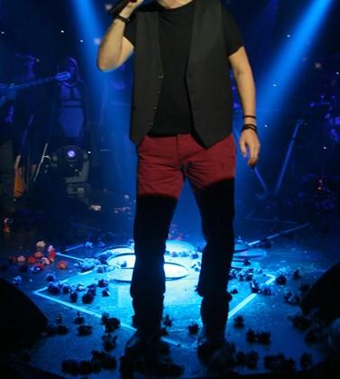 Πασίγνωστος Έλληνας τραγουδιστής αποκαλύπτει: Είμαι εθισμένος στον τζόγο και στο τσιγάρο