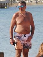 Paparazzi! Γιώργος Λιάγκας: Μοναχικό μπάνιο στην παραλία