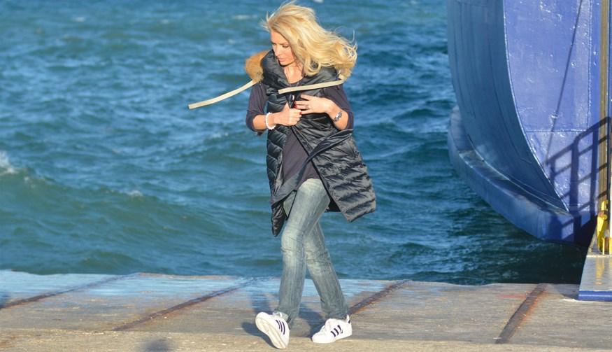 Η Ελένη Μενεγάκη έφυγε από την Αθήνα - Η φωτογραφία της στο πλοίο!