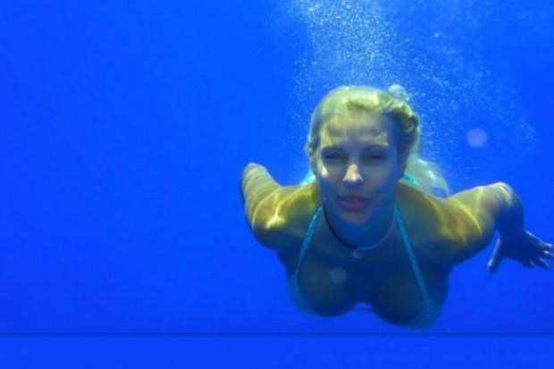 Ελένη Μενεγάκη: Ποζάρει πάνω στο σκάφος με αποκαλυπτικό bikini! H νέα φωτογραφία από τις καλοκαιρινές της διακοπές