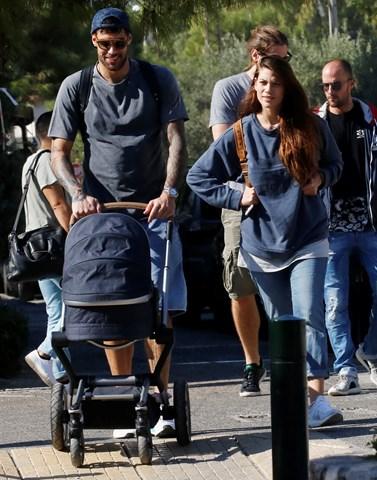 Γιώργος Πρίντεζης: Δεν φαντάζεστε τι αγόρασε, για να μην πηγαινοφέρνει στον ωμό του την 4 μηνών κόρη του