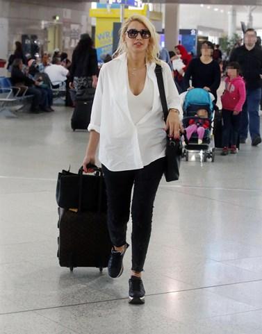Στο αεροδρόμιο η Κωνσταντίνα Σπυροπούλου! Το αινιγματικό της μήνυμα μετά τις φήμες για τη συμμετοχή της στο Survivor 2