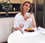 Τατιάνα Στεφανίδου: Πρωινός καφές στον κήπο του σπιτιού της!
